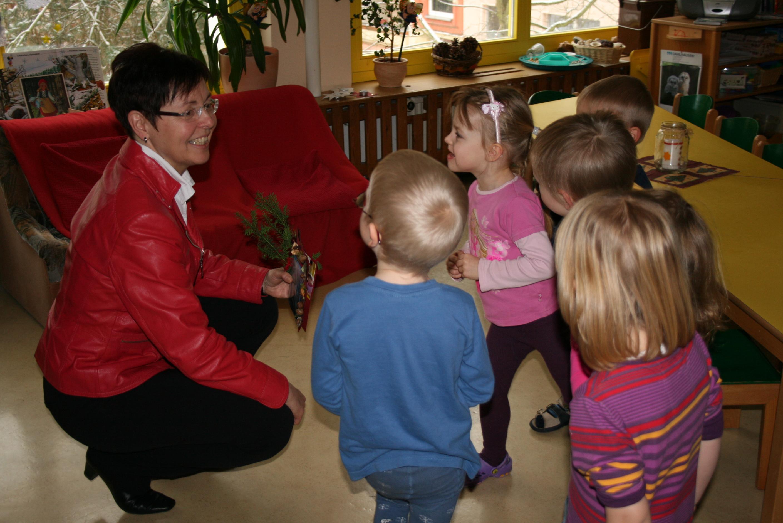 Sozialministerin Heike Taubert besuchte den Naturkindergarten Weimar-Schöndorf