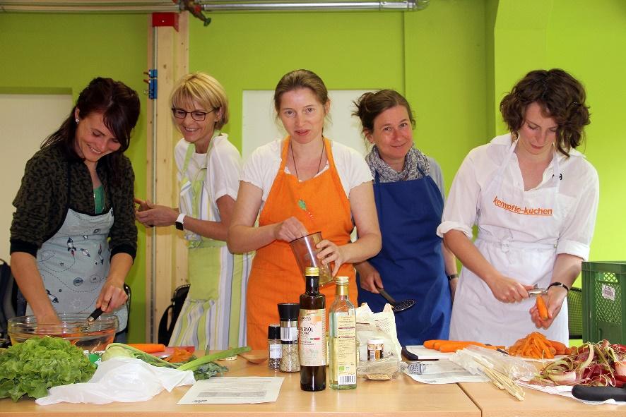 Zwölf Erzieherinnen der JUL-KITA's aus Weimar sind nun Genussbotschafter der Sarah Wiener Stiftung