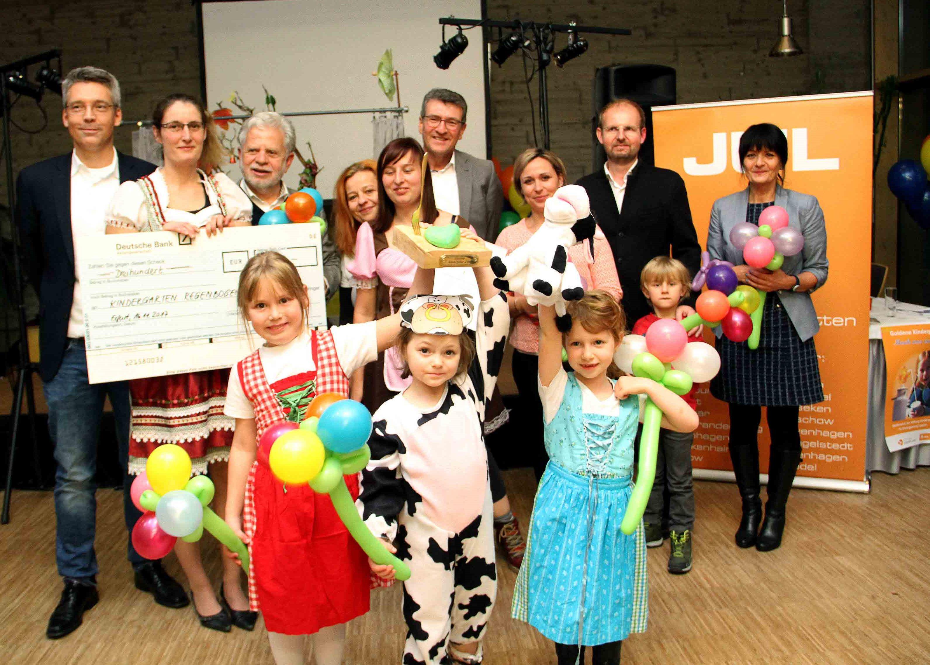 """Der Pokal """"Goldene Kindergabel 2017"""" ging an den Kindergarten """"Regenbogen"""" in Geraberg"""