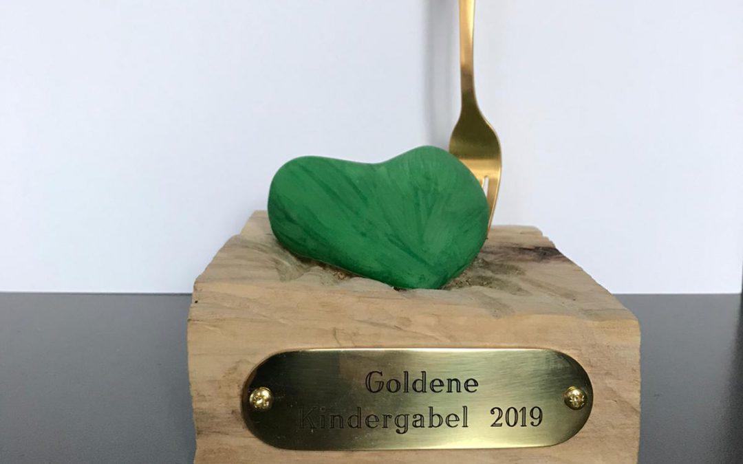 """Der Pokal """"Goldene Kindergabel 2019"""" geht an die KITA """"Ringelblume"""" in Erfurt"""